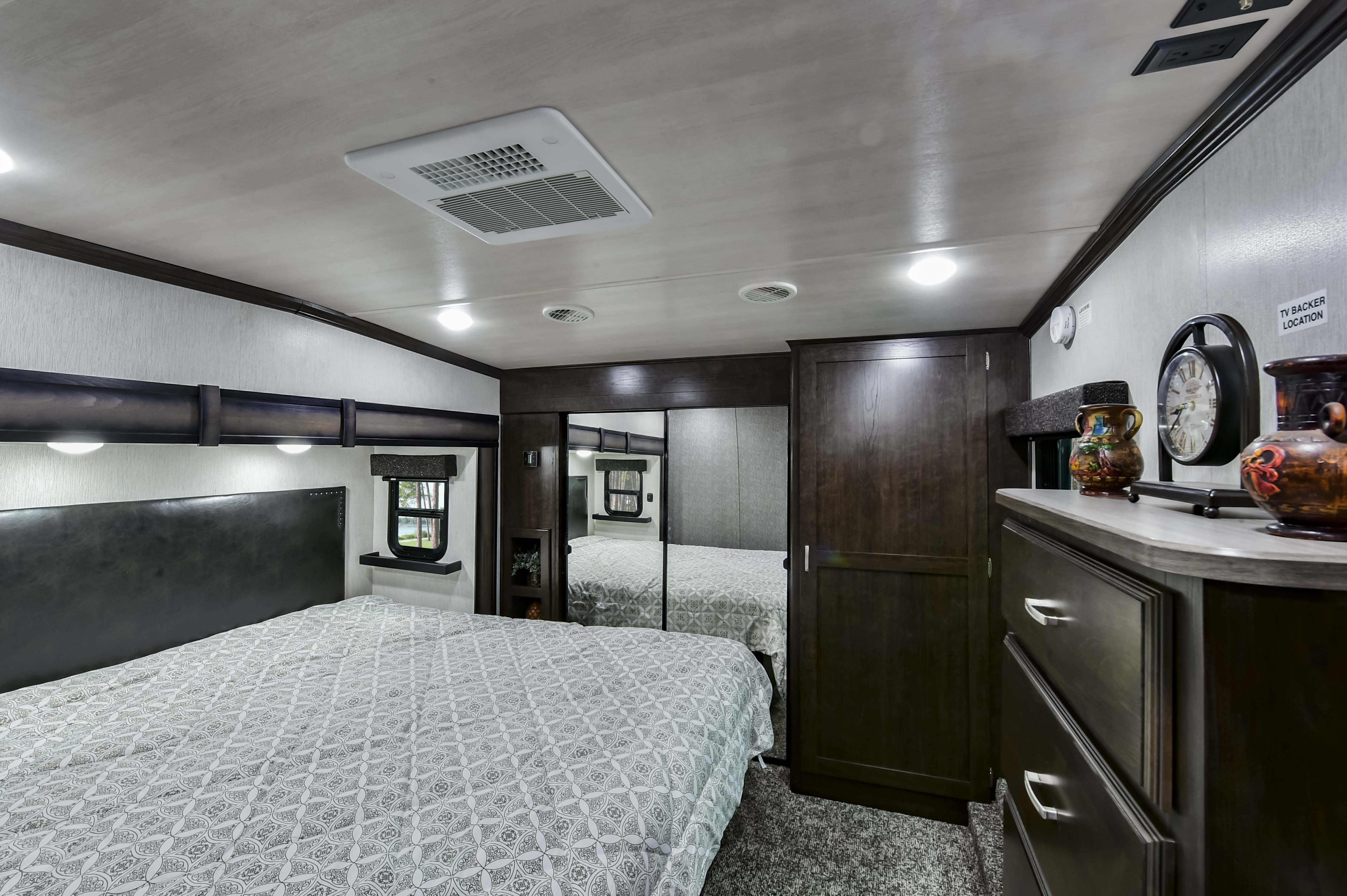 heartland elkridge fifth wheel private bedroom