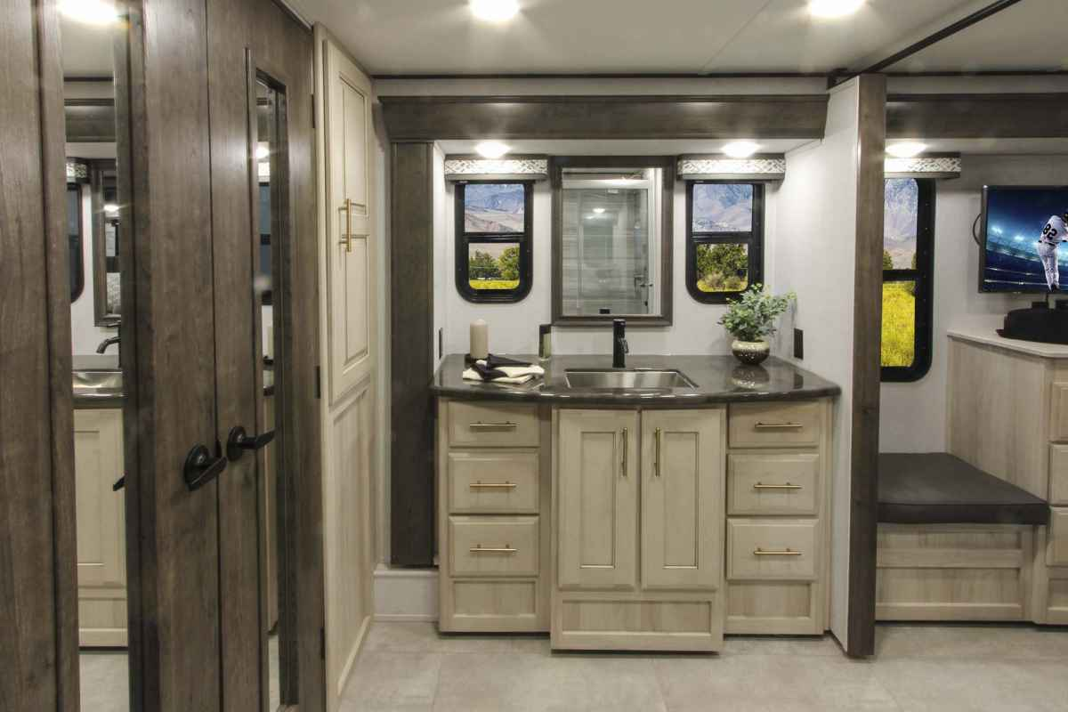 Alliance Paradigm Fifth Wheel 370FB Master Bathroom
