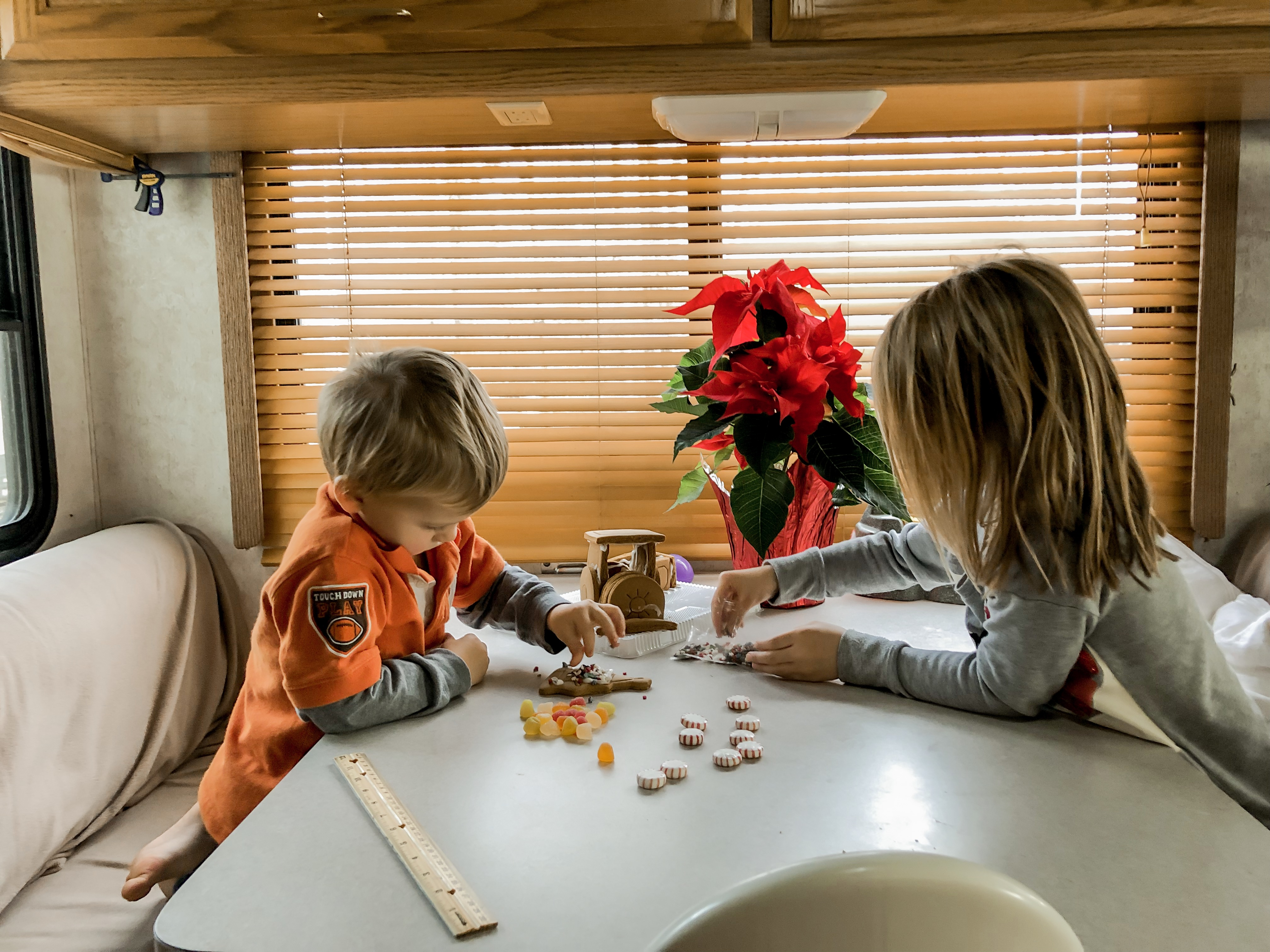 Top 9 Holiday RV Decorating Tips from Full-Time RVers