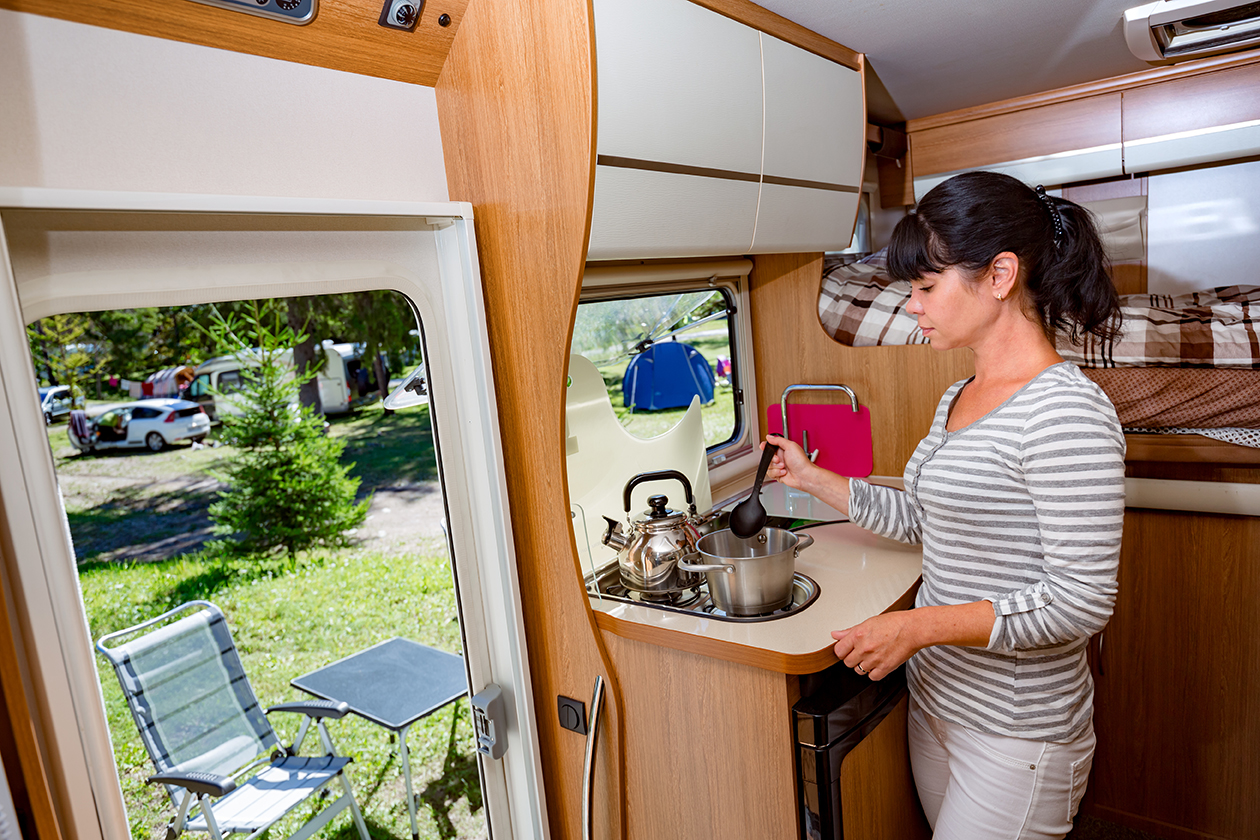 Kitchen and cooking supply checklist for RV camping