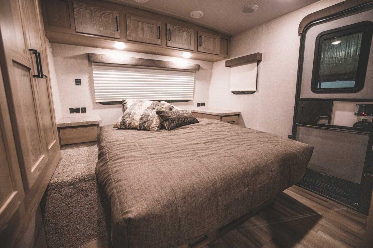 Rockwood Ultra Lite 2706WS Bedroom-1