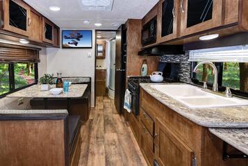 Salem Cruise Lite 171RBXL Kitchen