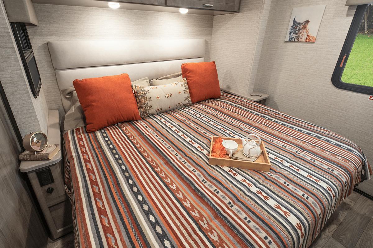 Winnebago Vista Bedroom