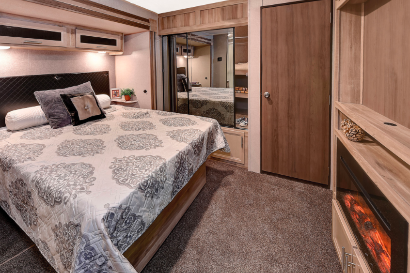 coachmen catalina legacy edition travel trailer bedroom