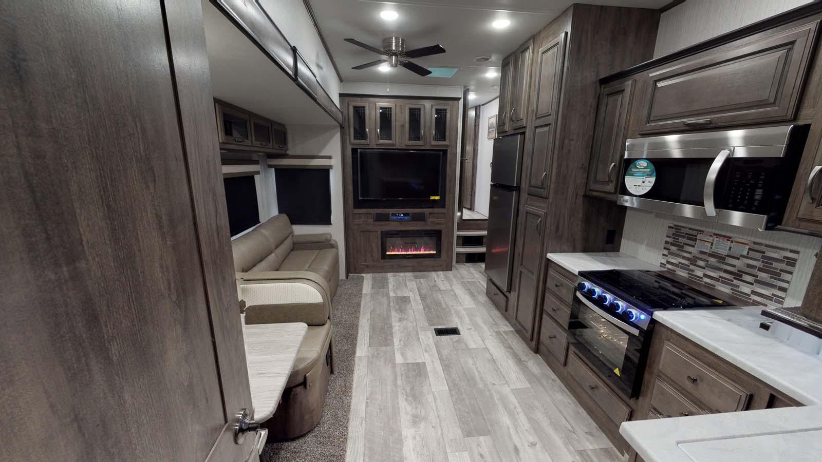 forest river sandpiper c class fifth wheel common space