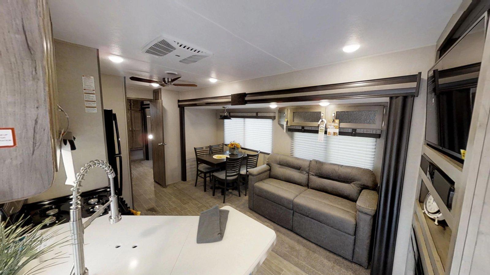 palomino puma destination trailer interior