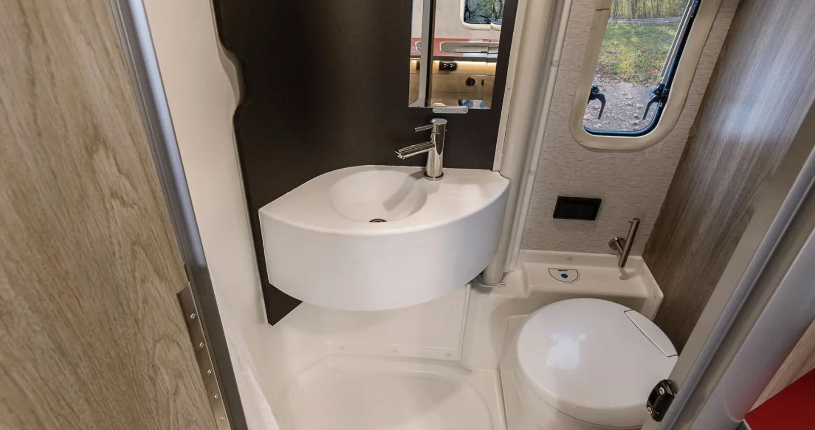 winnebago ekko bathroom