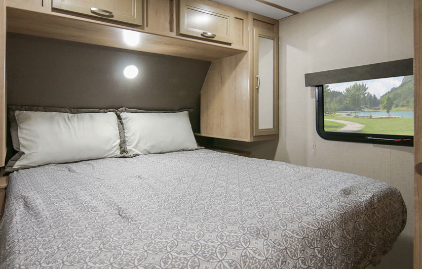 winnebago minnie 2500fl rear bedroom with a queen bed